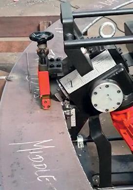 ABM-14 автоматически передвигается вдоль листа
