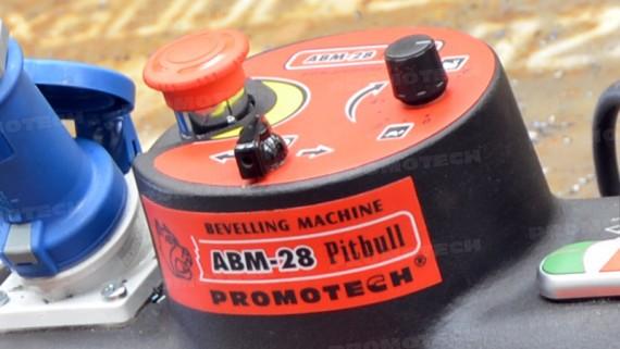 ABM-28 обладает автоматической подачей с возможность снимать фаску в обоих направлениях движения