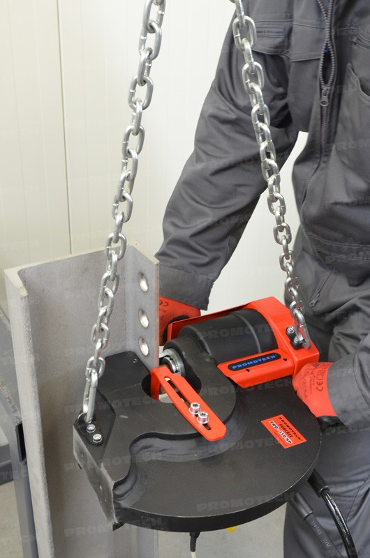 portable-hydraulic-punchers-easy-to-handle-in-both-vertical-and-horizontal-positions.jpg