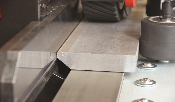 Возможна обработка заготовок из стали и алюминия